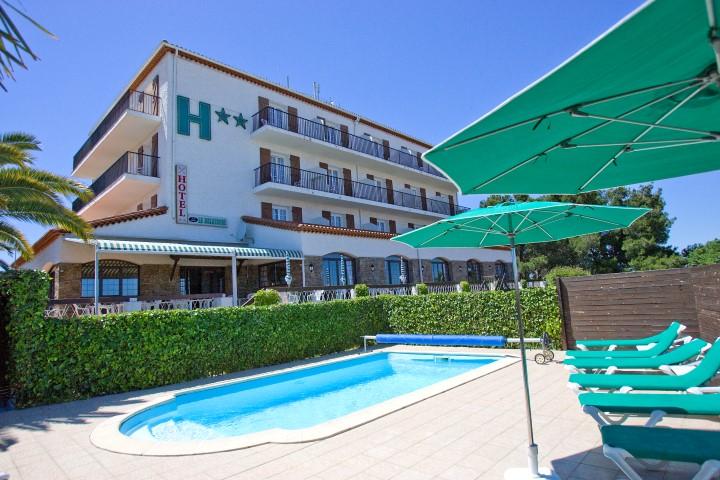 Hôtel et sa piscine  © Hôtel le Belvédère - Saint-Cyprien