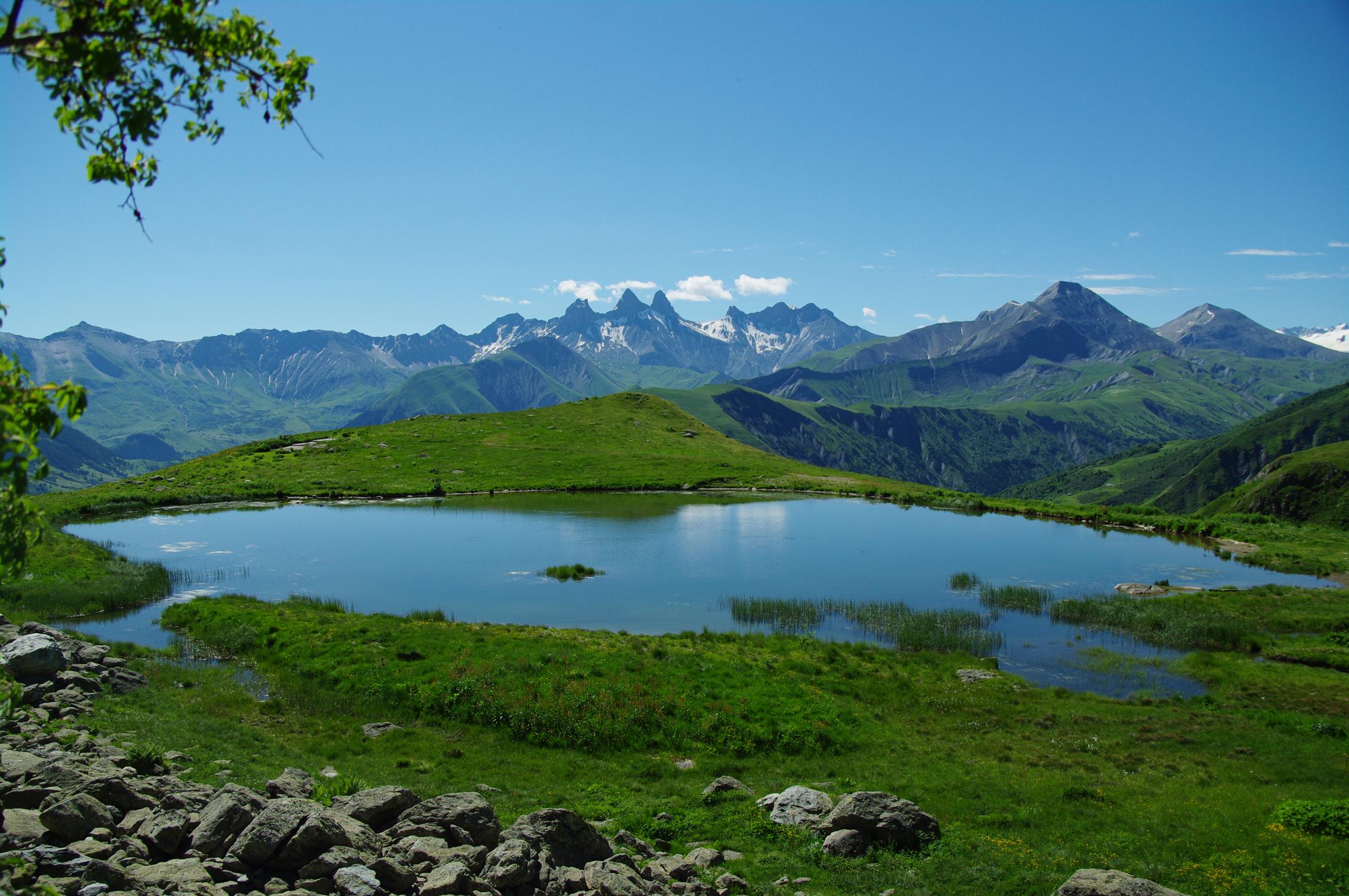 Le Lac Laitelet, idéal pour la pêche © © Office de Tourisme de SAint-Sorlin-d'Arves