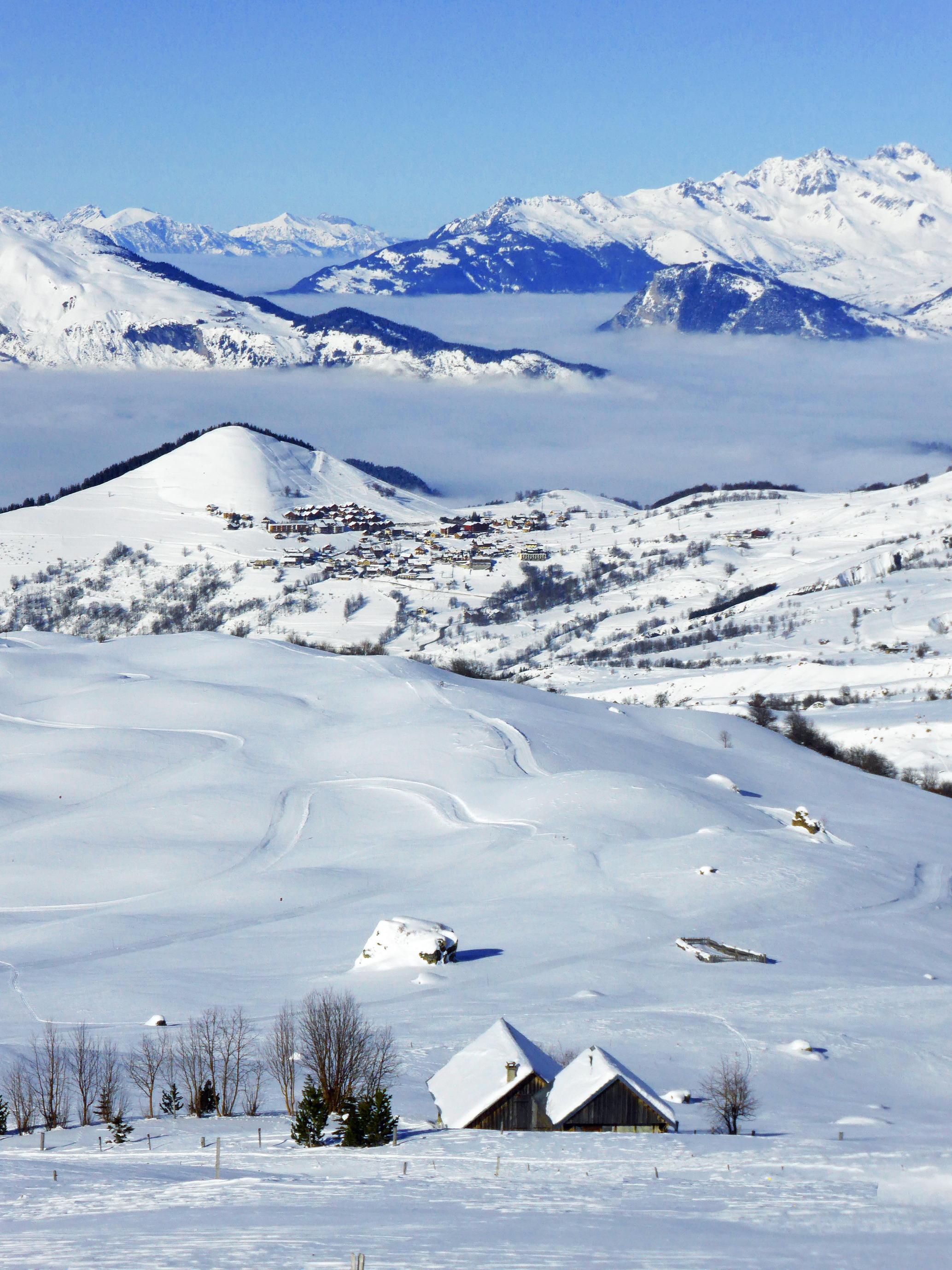 La mer du nuage et le panorama depuis le chalet d'alpage © Yves Vionnet