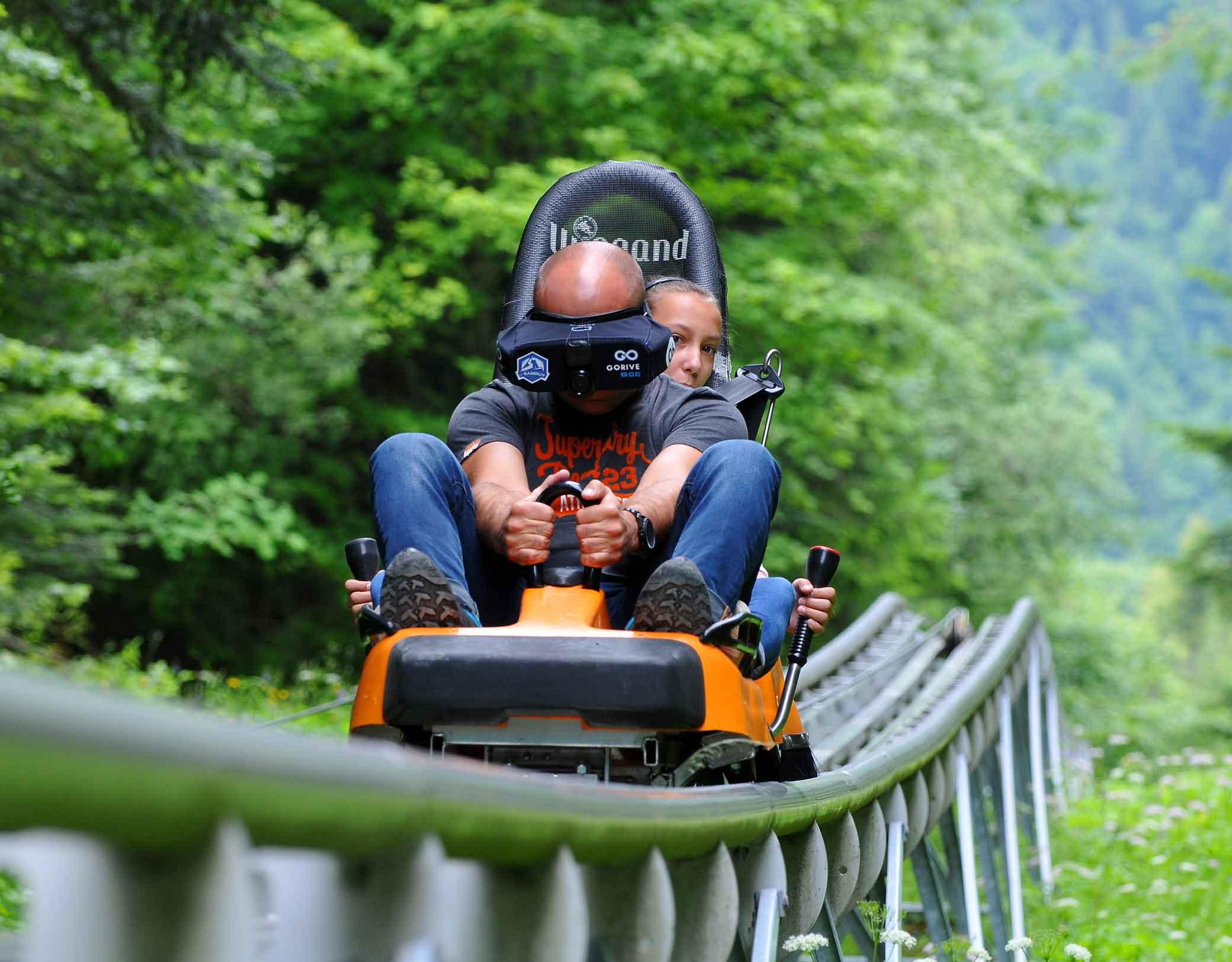 La Sambuy luge sur rails avec casque réalité virtuelle © RDNIS