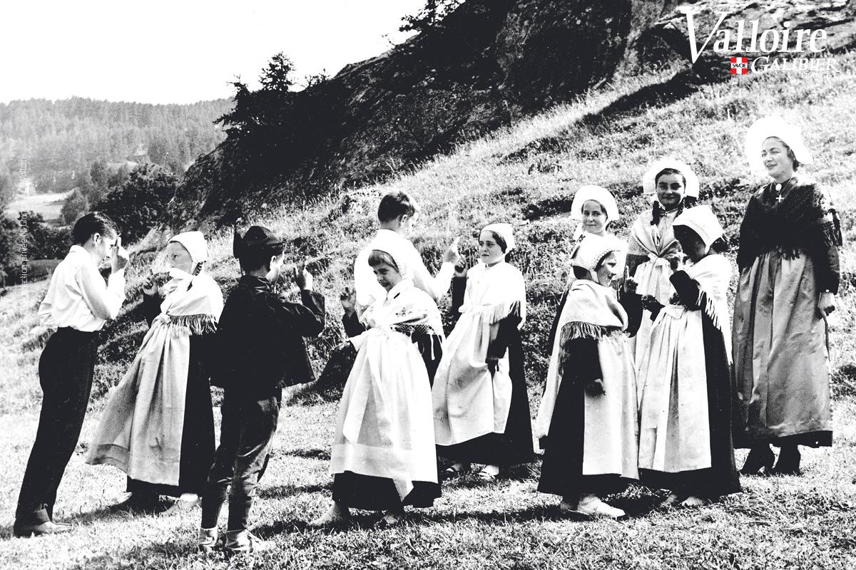 """""""Valloire autrefois"""" - Fête du Terroir et de la Tradition © CPA coll. privée N. Grange / Ot Valloire"""