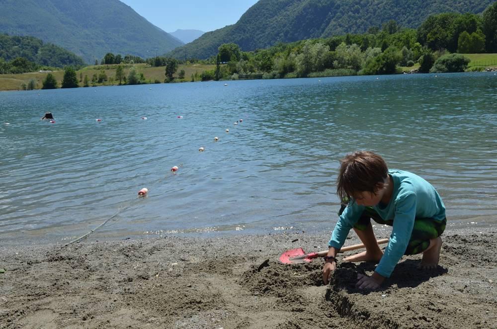 Baignade au lac des Hurtières © OT Porte de Maurienne