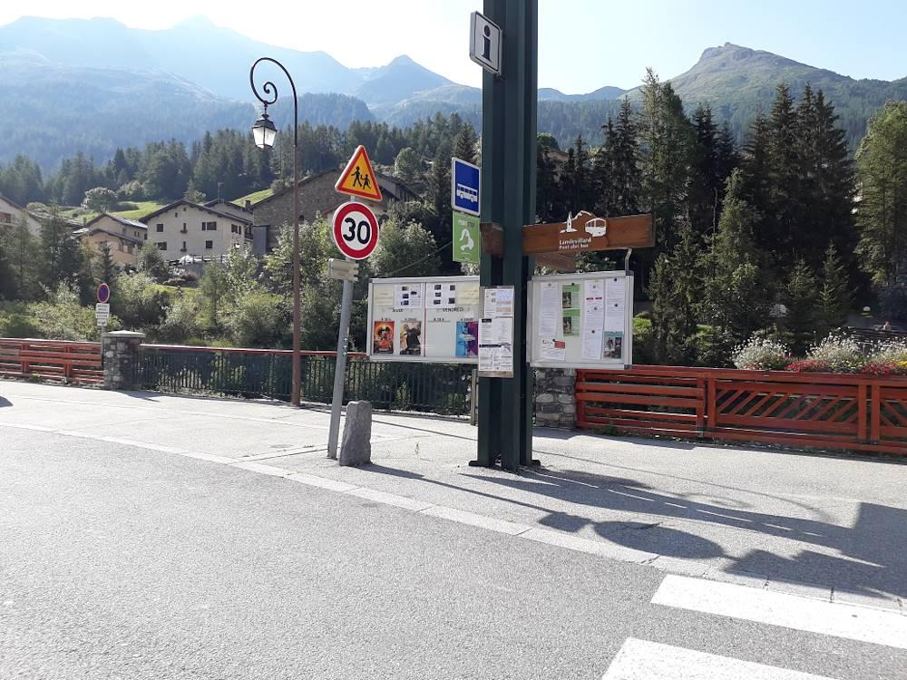 arret de bus n°302 : Pont Abribus sens montant © CCHMV