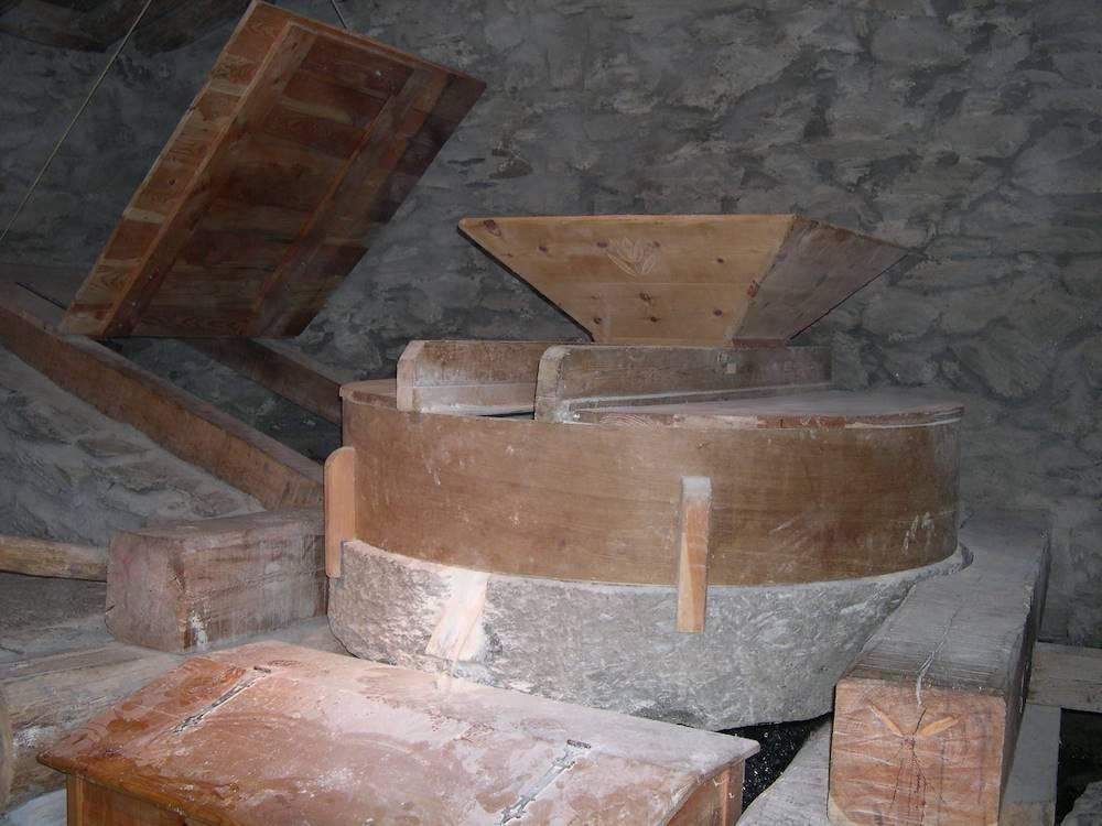 modane-moulins-pralognan-meule © Association les Moulins de Pralognan de Saint André