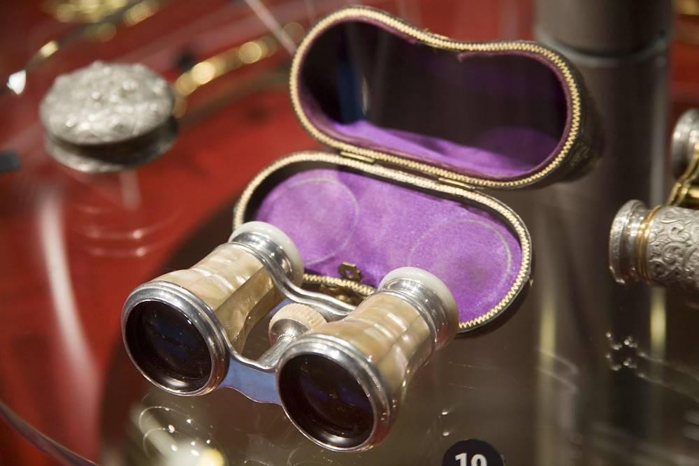 Jumelles de théâtre en aluminium - Fin du XIXè siècle © Imago - Espace Alu