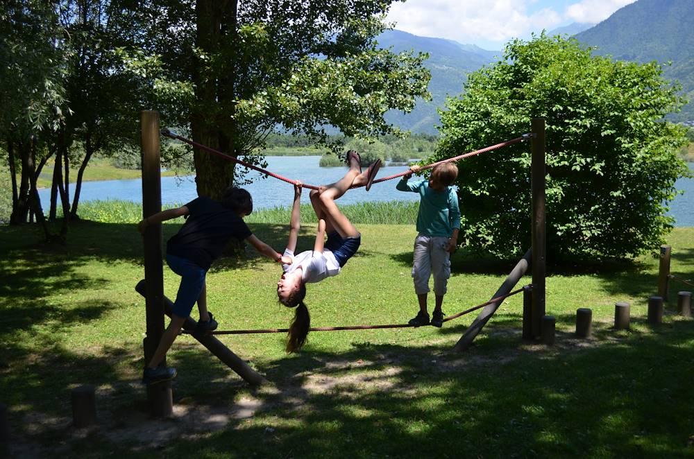 Jeux pour enfants au Lac des Hurtières © OT Porte de Maurienne