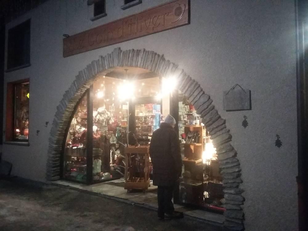 bessans-commerces-coin-hiver-souvenirs © Haute Maurienne Vanoise Tourisme - Ingrid Pauwels-Etiévant