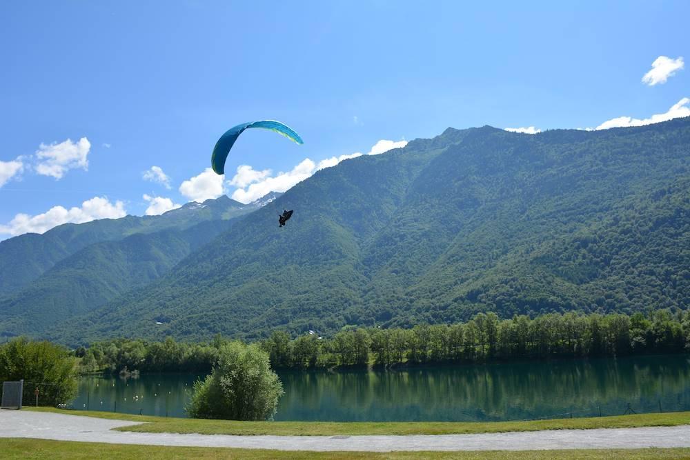 Aterrissage parapente Lac des Hurtières © OT POrte de Maurienne