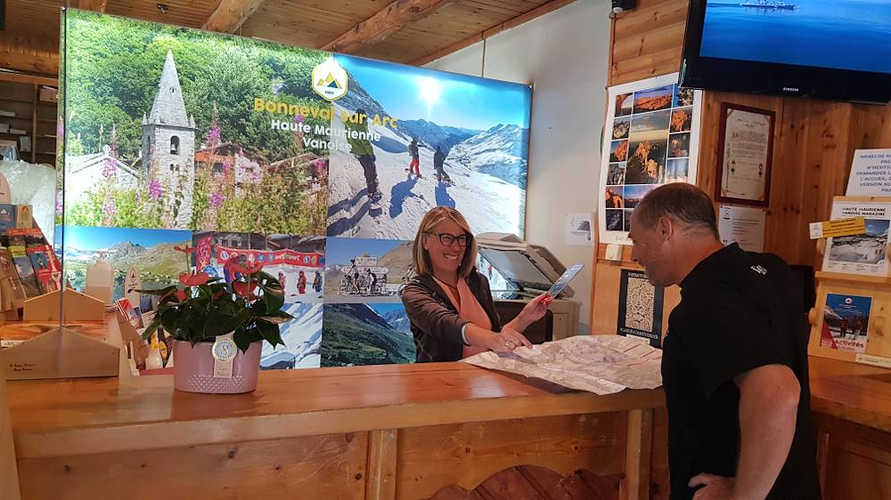 bonneval-sur-arc-accueil-office-tourisme © HMVT