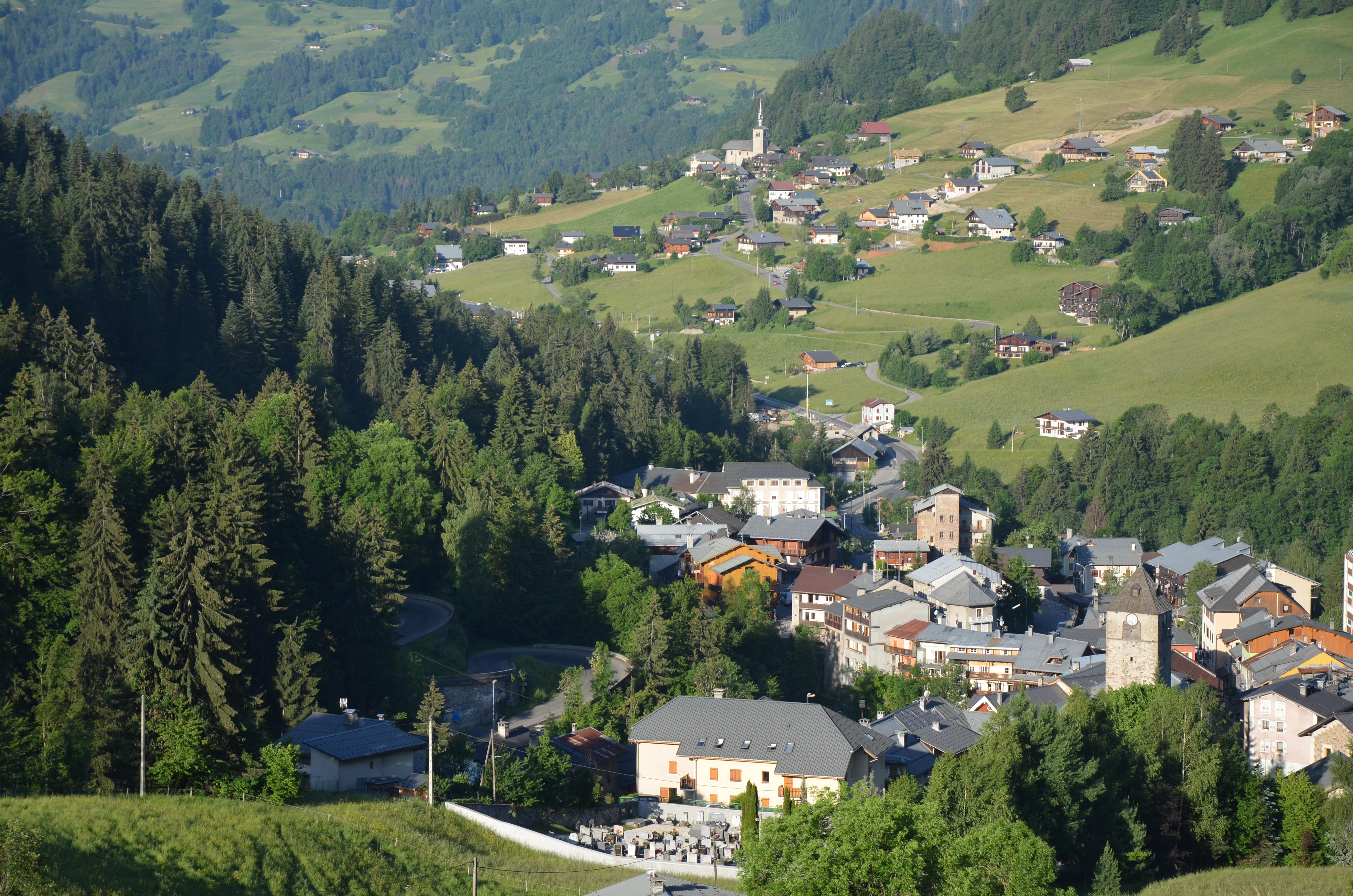 Village de Flumet depuis les Pontets Morettes © Office de Tourisme du Val d'Arly
