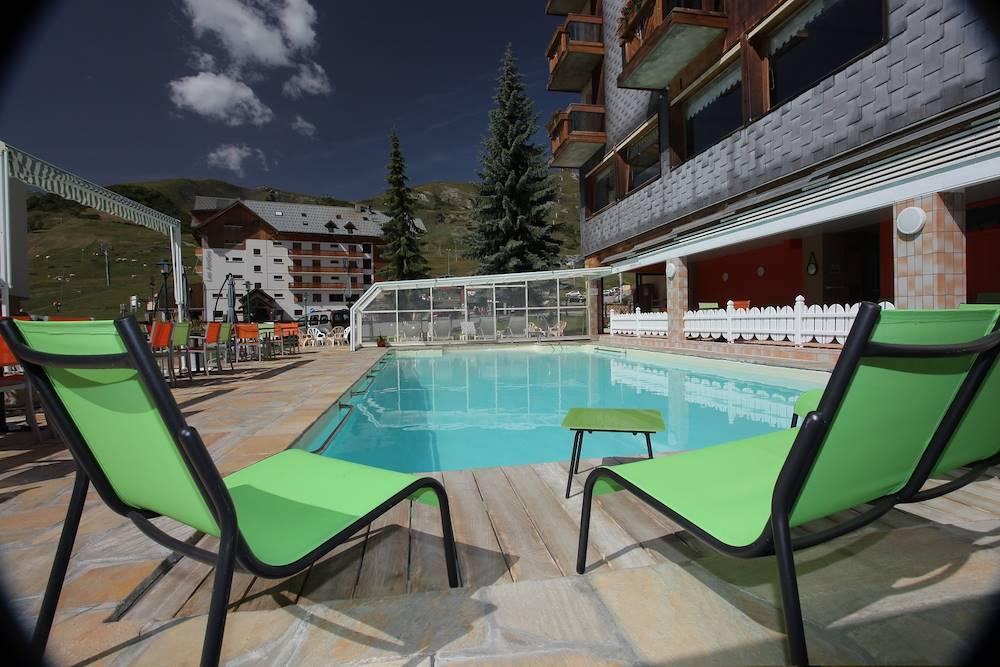 Piscine des soldanelles la toussuire les sybelles for Hotel mont dore avec piscine interieure