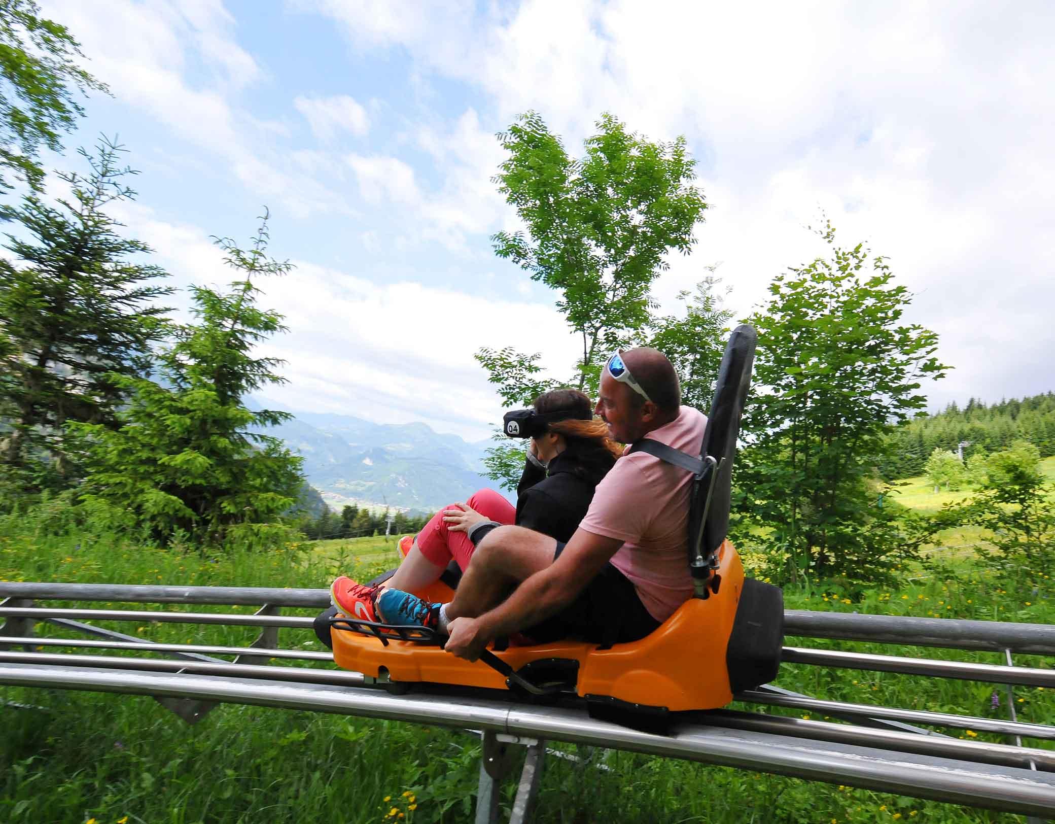 Activité insolite luge sur rails avec casque VR © RDNIS