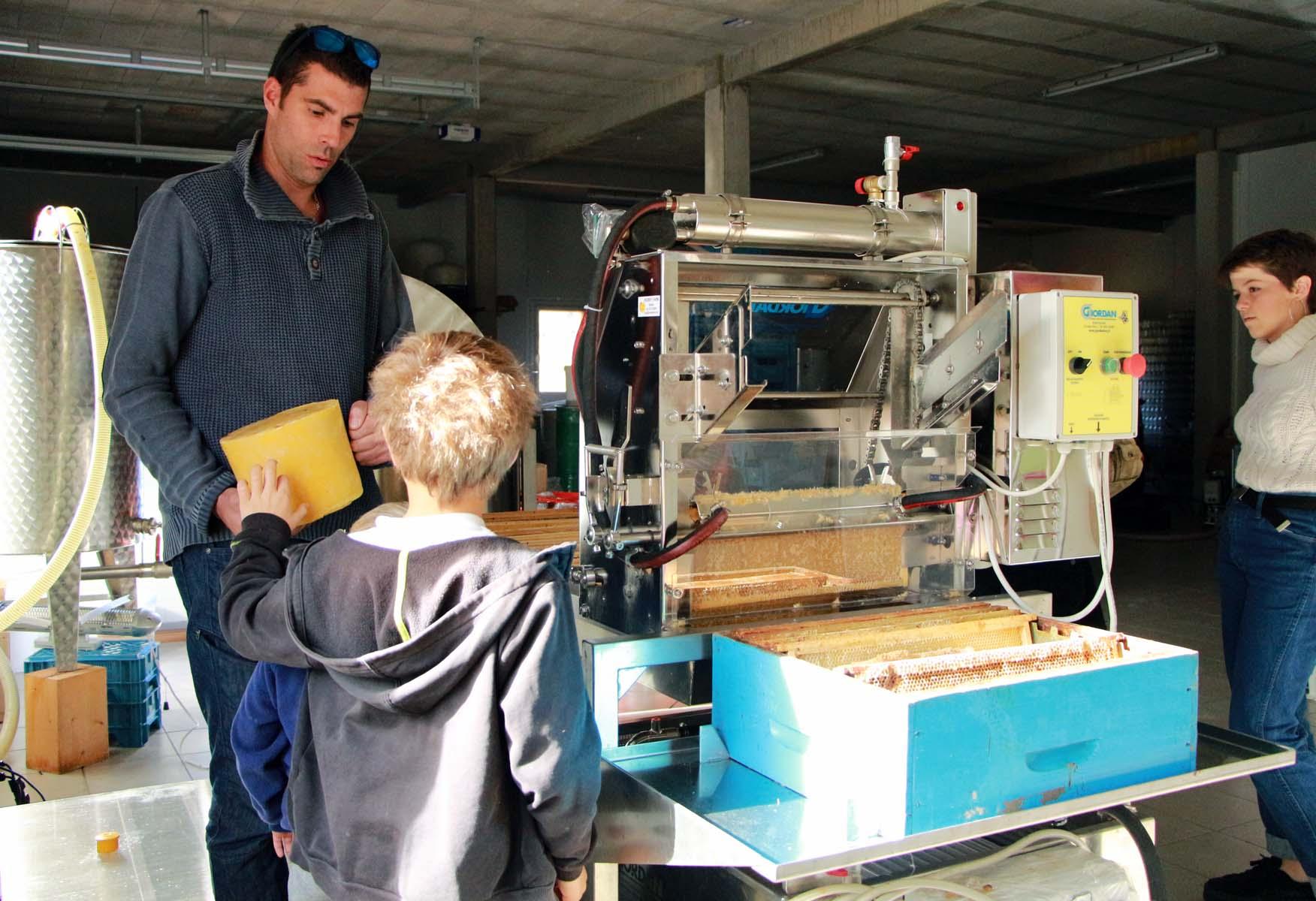 visite commentée de la miellerie des Arves © Office de Tourisme SJA