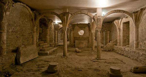 La crypte de la cath drale saint jean baptiste saint - Office de tourisme st jean de maurienne ...