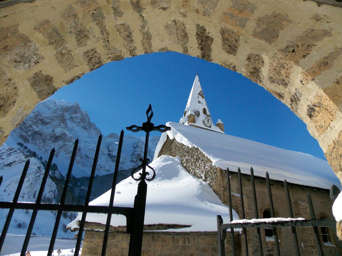 La Grave entrée église © OT La Meije