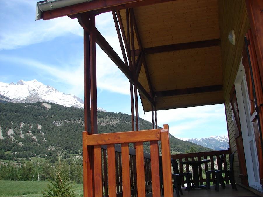 La terrasse couverte du chalet ©