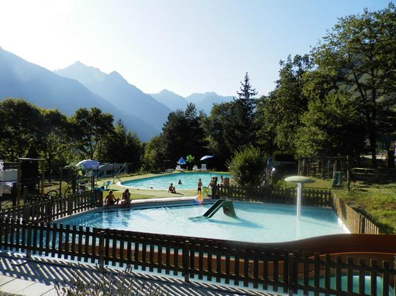 La piscine, la pataugeoire et les toboggans
