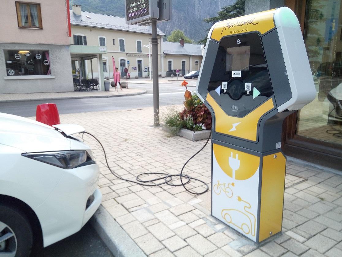 La borne de recharge pour véhicule électrique fonctionne !
