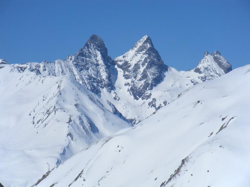 Les Aiguilles d'Arves vues du col des Rochilles. ©