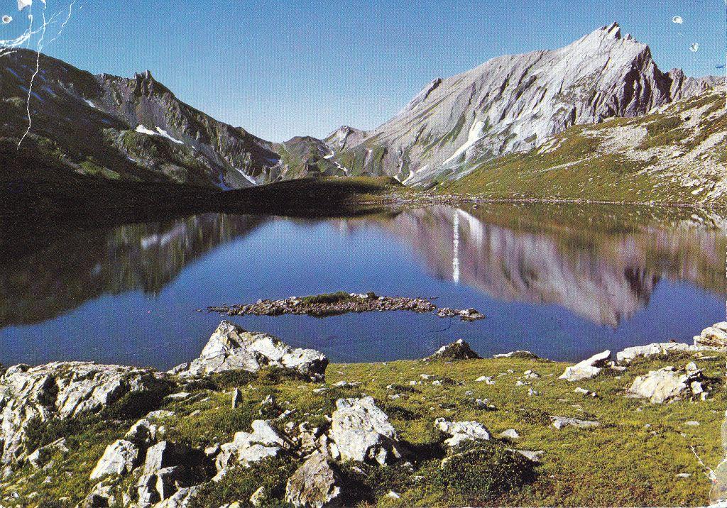 le Lac Jovet (2175m)et le Col du Bonhomme