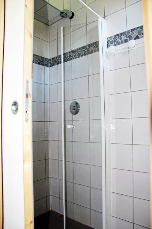3 douches avec eau chaude