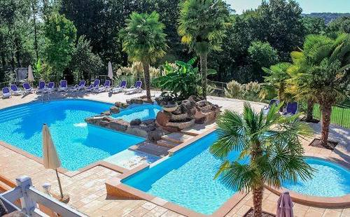 Location vacances gites dordogne perigord for Village vacances gers avec piscine