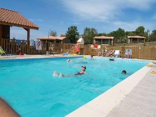Location g tes vacances dans village en aveyron avec piscine for Vacances en aveyron avec piscine
